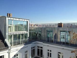Dachgeschossneubau Rhinower Str. 4 Moderne Häuser von Faber+Faber Architekten Modern