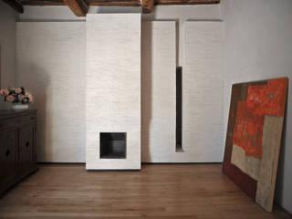 interno a Lucca: Soggiorno in stile in stile Minimalista di Arrigoni Architetti