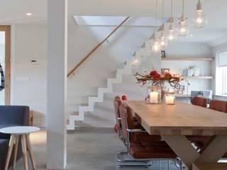 Living room by SMEELE Ontwerpt & Realiseert, Modern
