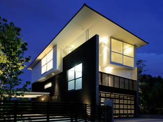 T House Casas modernas: Ideas, imágenes y decoración de Atelier Boronski Moderno