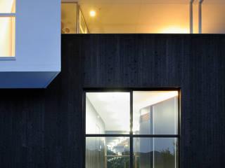 T House Puertas y ventanas modernas de Atelier Boronski Moderno