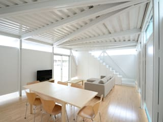 Eclectic style dining room by Niji Architects/原田将史+谷口真依子 Eclectic