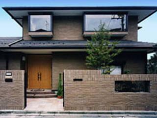 Modern houses by 株式会社 山本富士雄設計事務所 Modern