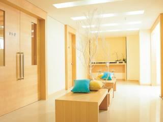 Tropische ziekenhuizen van 참공간 디자인 연구소 Tropisch