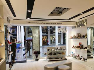 Local comercial Oficinas y tiendas de estilo moderno de Rubén Sánchez Albillo. Arquitecto Moderno