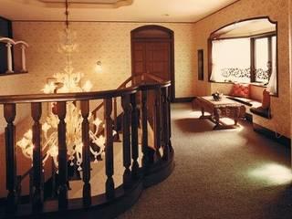 Mediterranean style corridor, hallway and stairs by 株式会社 山本富士雄設計事務所 Mediterranean
