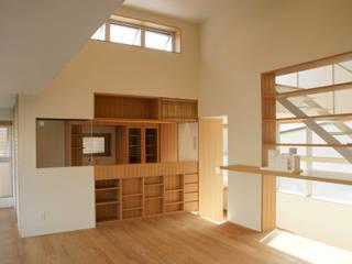 Living room by abanba inc., Modern