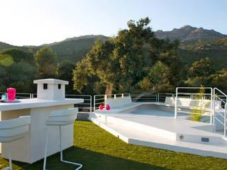 Villa Porto-Vecchio, Corse Balcon, Veranda & Terrasse modernes par STUDIO LOUISMORGAN Moderne