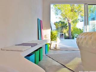 Villa Porto-Vecchio, Corse Chambre d'enfant moderne par STUDIO LOUISMORGAN Moderne