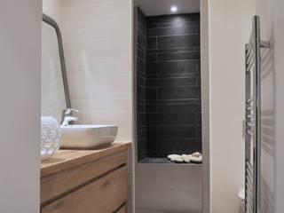 salle de bain Salle de bain moderne par LLARCHITECTES Moderne