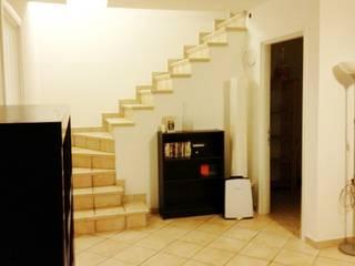 Home relooking: intervento su una sala hobby: Ingresso & Corridoio in stile  di LET'S HOME,