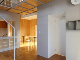 Pasillos, vestíbulos y escaleras modernos de アトリエ ヴォイド・セット一級建築士事務所 Moderno