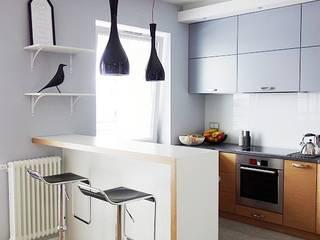 Skandynawskie inspiracje w salonie z kuchnią: styl , w kategorii Kuchnia zaprojektowany przez JedyneTakieWnętrza,