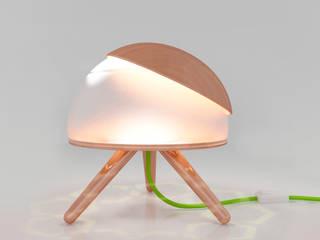 Lamp with directional light :  in stile  di Nella Figueroa