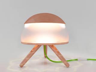 Lamp in normal position :  in stile  di Nella Figueroa