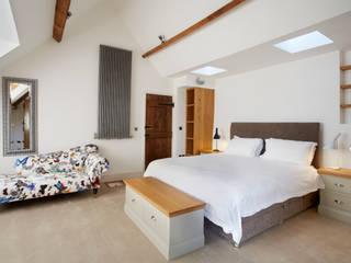 Main Bedroom Camera da letto rurale di Hart Design and Construction Rurale