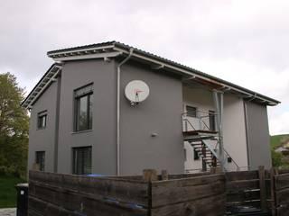 Ansicht mit aussenliegendem Treppenhaus:  Häuser von bauconcept