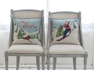 Alpine Christmas Cushions, Stockings and Decoration Classic style living room by Jan Constantine Classic