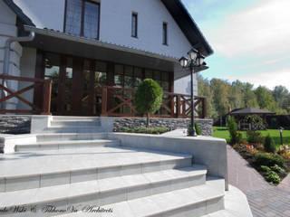 Слоновая кость и сливки Дома в классическом стиле от D&T Architects Классический