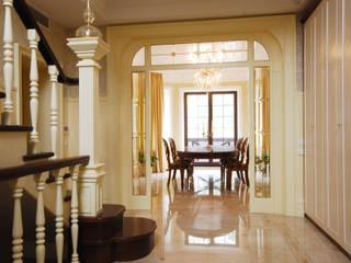 Слоновая кость и сливки Коридор, прихожая и лестница в классическом стиле от D&T Architects Классический