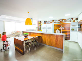 Eclectic style kitchen by Rafaela Dal'Maso Arquitetura Eclectic