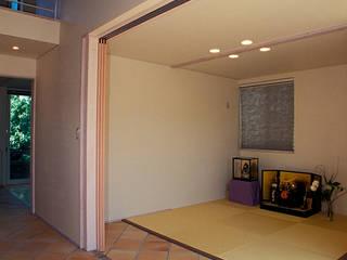 地下エントランスが楽しい家 オリジナルな 壁&床 の ジェイ石田アソシエイツ オリジナル