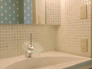 ミニマルスタイルの お風呂・バスルーム の homify ミニマル