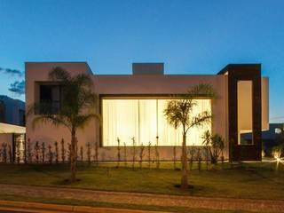 Residência Unifamiliar Condomínio Alphaville Londrina 2 Tony Santos Arquitetura Modern houses