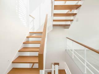 Casa CP Pasillos, vestíbulos y escaleras minimalistas de Alventosa Morell Arquitectes Minimalista