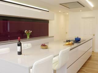 Luxurious White Gloss Nhà bếp phong cách hiện đại bởi PTC Kitchens Hiện đại
