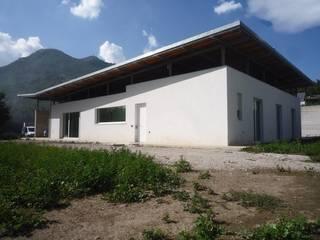Casas modernas por raffaele iandolo architetto Moderno