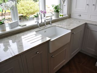 Fitted Kitchen, Newton Mearns, Glasgow, Scotland Dapur Klasik Oleh Glenlith Interiors (Scotland) Ltd Klasik