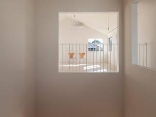 Corredores, halls e escadas minimalistas por YUCCA design Minimalista