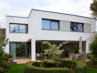 SPE15 - Wohnhaus Moderner Balkon, Veranda & Terrasse von JÖRN KNOP ARCHITEKt+INNENARCHITEKT Modern