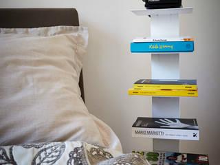 Letto: Camera da letto in stile in stile Moderno di Diciassette Tredici