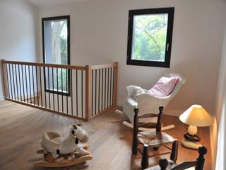 Empreinte Constructions bois Modern Corridor, Hallway and Staircase