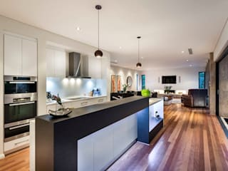 Floreat Residence:  Kitchen by Moda Interiors