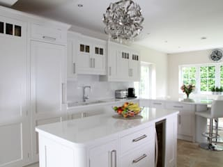 Spacious kitchen Modern Kitchen by John Ladbury and Company Modern