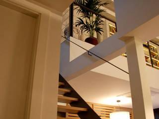 Vivienda Unifamiliar Pasillos, vestíbulos y escaleras de estilo clásico de ruiz carrion espais Clásico