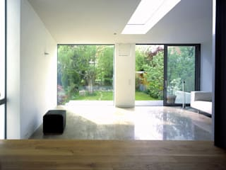 Haus U:  Wohnzimmer von Gies Architekten