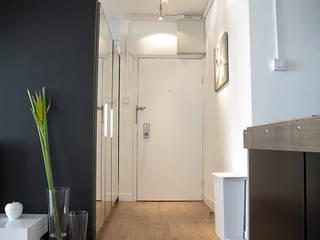 OneByNine Pasillos, vestíbulos y escaleras de estilo minimalista