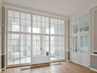 Renovatie herenhuis te Den Haag:  Slaapkamer door Kodde Architecten bna