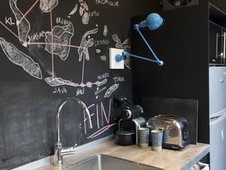 Atelier Grey Modern kitchen