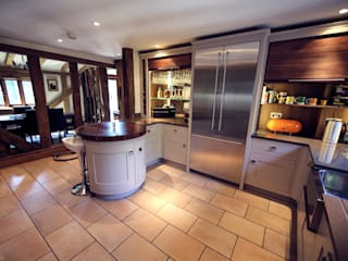 Fabulous barn kitchen in Hertfordshire Modern kitchen by Jane Cheel Furniture ltd Modern