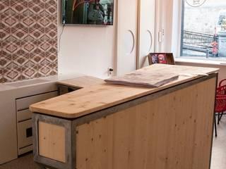 Mobilier d'accueil pour Home On Tour, La Maison Des Villes Partenaires MONS 2015.:  de style  par Hugo Delautre