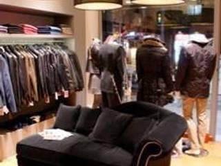 Tienda de Moda - Retail Espacios comerciales de estilo clásico de Acontraluz Studio Clásico