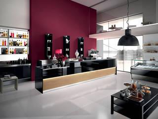 ARREDAMENTO BAR  CONTRACT: Negozi & Locali Commerciali in stile  di Designer1995  Live Work Design