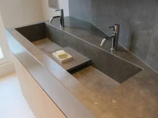 Modern Kitchen by Roque Intérieurs Modern