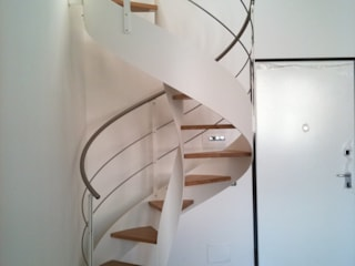FPL srl Corredor, vestíbulo e escadasEscadas