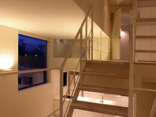 House I 森吉直剛アトリエ/MORIYOSHI NAOTAKE ATELIER ARCHITECTS Pasillos, vestíbulos y escaleras de estilo minimalista